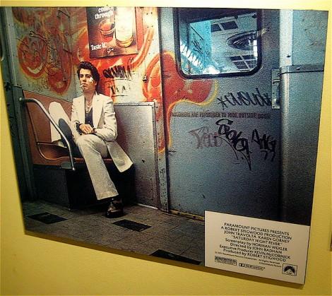 john travolta en el transit museum