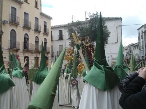 Al paso por la esquina de la Plaza 1º de mayo con el Callejón de Ventaja