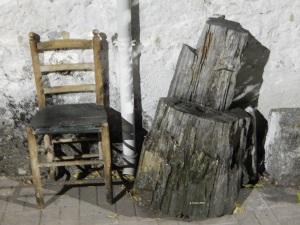 silla y tronco firmada